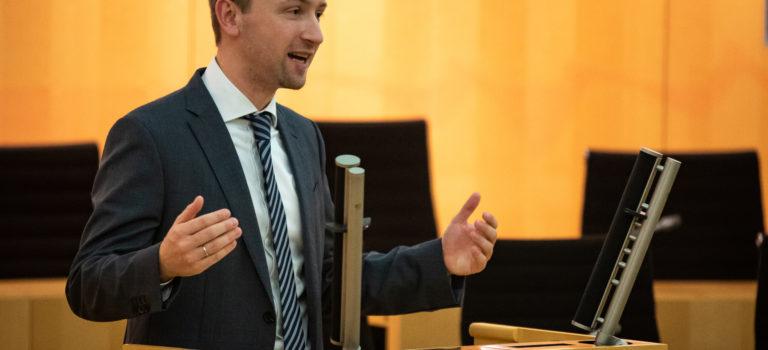Max Schad spricht am Donnerstag im Hessischen Landtag